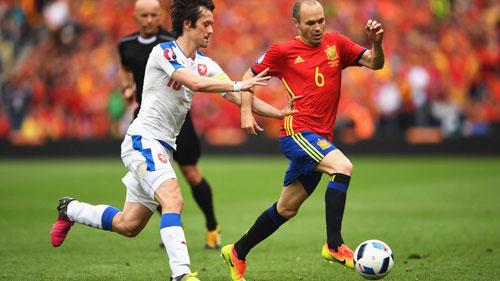 """Từ Modric đến Iniesta: """"Bé hạt tiêu"""" rực sáng ở Euro - 1"""