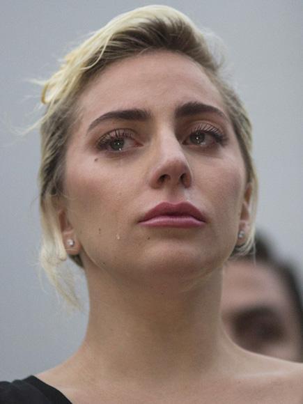 Lady Gaga khóc sưng mắt vì vụ xả súng ở hộp đêm đồng tính - 2