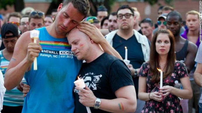 Lady Gaga khóc sưng mắt vì vụ xả súng ở hộp đêm đồng tính - 3
