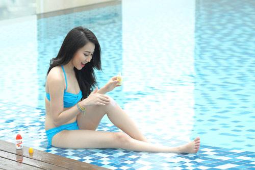 Ngắm Thúy Diễm, Hồng Loan khoe dáng cùng bikini - 2