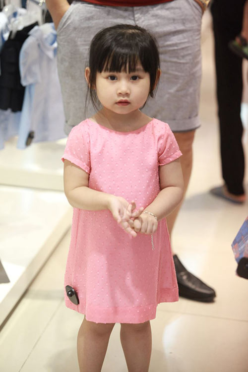 Con gái Minh Tiệp ngày càng xinh đẹp giống mẹ - 2