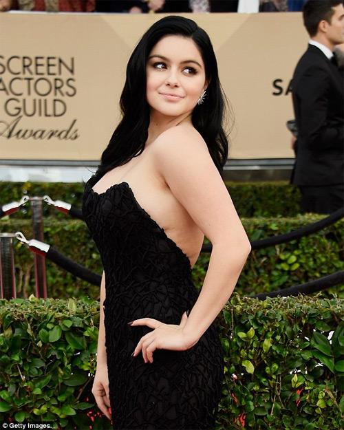 Nàng béo đẹp nhất Hollywood mặc sexy ở lễ tốt nghiệp - 10