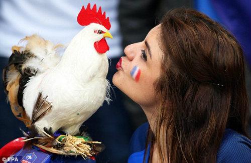 Chi tiết Pháp – Albania: Payet lại ấn định tỉ số (KT) - 12