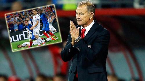 """Bị Pháp sút tung lưới phút 90, HLV Albania """"tẩn"""" trợ lý - 1"""