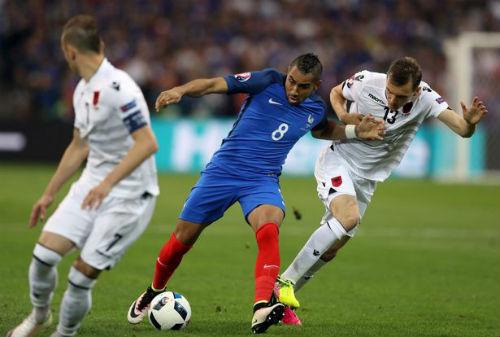 """ĐT Pháp thắng nghẹt thở, Deschamps lại """"yêu"""" Payet - 1"""
