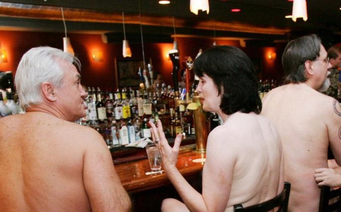Nhà hàng khoả thân tại Nhật cấm khách béo phì, xăm trổ - 1
