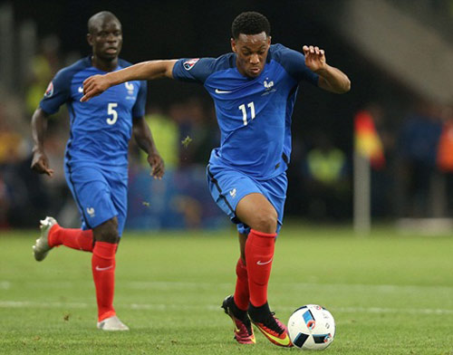 ĐT Pháp: Payet giỏi hơn Messi, Martial bị chê quá kém - 1