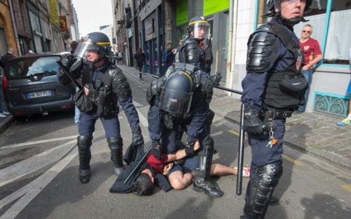 Tin nhanh Euro 16/6: Courtois mâu thuẫn với HLV trưởng ĐT Bỉ - 2