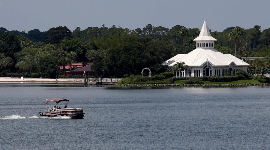 Mỹ: Tìm thấy xác bé 2 tuổi bị cá sấu bắt xuống hồ - 1