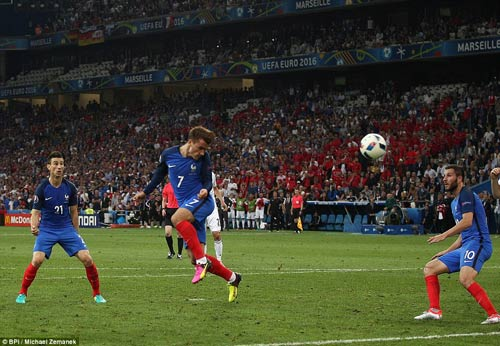 Video hot EURO 16/6: Phải ngước nhìn Griezmann - 1
