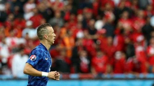 Ảnh đẹp Euro 16/6: Pogba, Fellaini và kiểu tóc dị nhất - 2