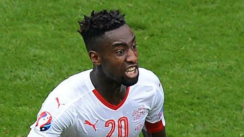 Ảnh đẹp Euro 16/6: Pogba, Fellaini và kiểu tóc dị nhất - 5