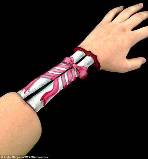 Nữ sinh biến cánh tay thành tranh 3D rợn người - 4