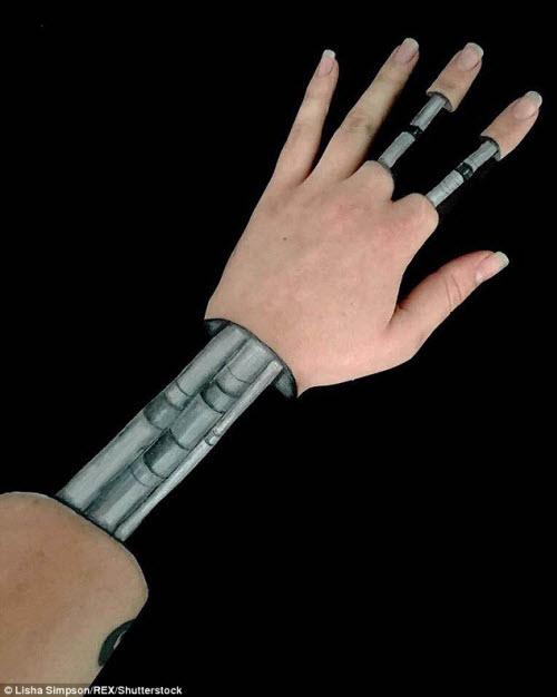 Nữ sinh biến cánh tay thành tranh 3D rợn người - 8