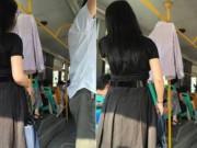 Bạn trẻ - Cuộc sống - Lý do cô gái treo áo sơ mi trên xe buýt mỗi ngày