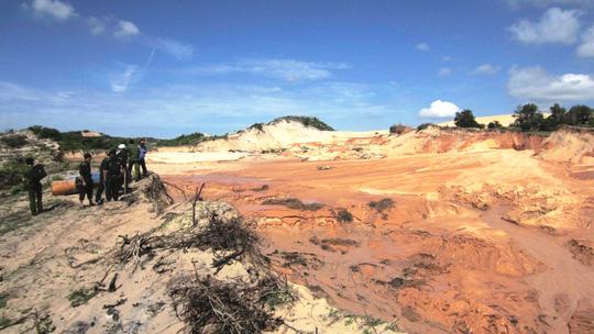 Vụ vỡ hồ titan ở Bình Thuận: Tạm dừng khai thác - 1