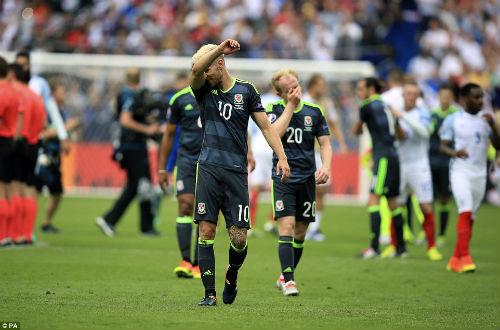 """Ảnh đẹp Euro 17/6: Người Anh khiến Bale """"bẽ mặt"""" - 7"""