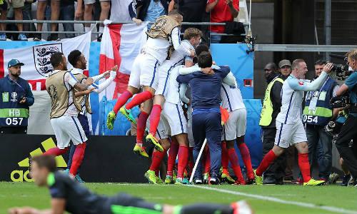 """Ảnh đẹp Euro 17/6: Người Anh khiến Bale """"bẽ mặt"""" - 6"""