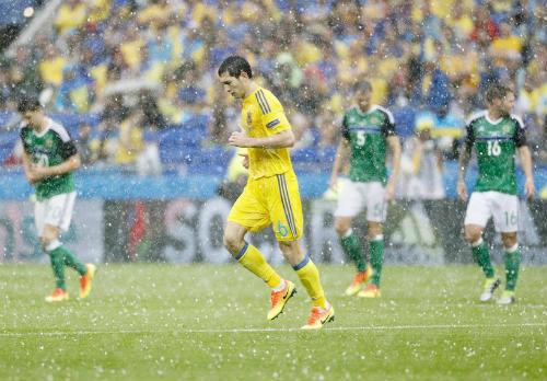 """Ảnh đẹp Euro 17/6: Người Anh khiến Bale """"bẽ mặt"""" - 12"""
