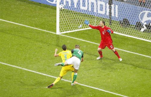 """Ảnh đẹp Euro 17/6: Người Anh khiến Bale """"bẽ mặt"""" - 9"""