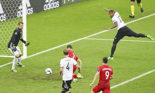 """Ảnh đẹp Euro 17/6: Người Anh khiến Bale """"bẽ mặt"""" - 13"""