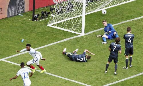 """Ảnh đẹp Euro 17/6: Người Anh khiến Bale """"bẽ mặt"""" - 4"""