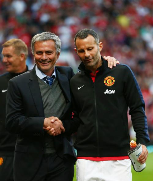 """Mourinho đẩy Giggs khỏi MU vì sợ bị """"đâm lén"""" - 1"""