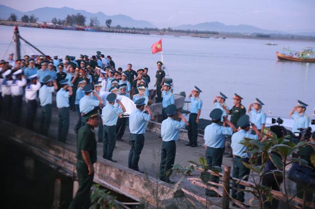 Đón thi thể Thượng tá Trần Quang Khải về với đất liền - 2