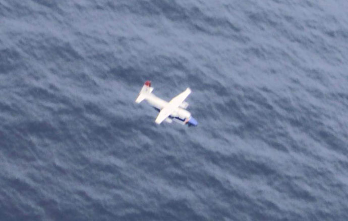 Thêm hình ảnh về CASA-212 trước khi lao xuống biển - 3