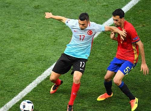 """Tin nhanh Euro 18/6: Kroos là """"chân chuyền"""" số 1 ở Euro - 2"""