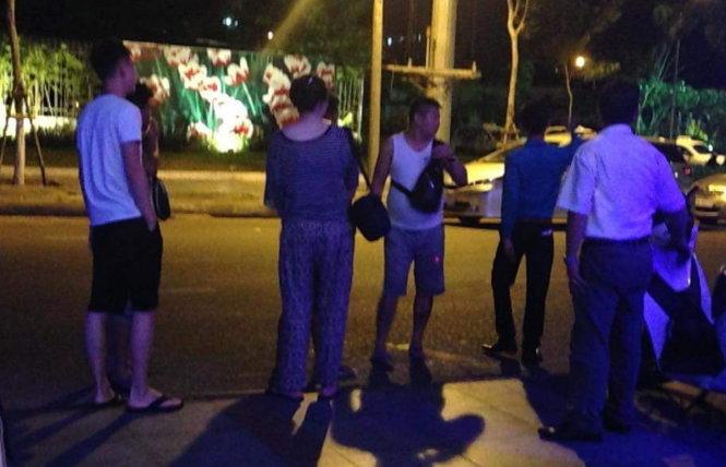 Khách Trung Quốc đốt tiền Việt tại quán bar đã về nước - 1