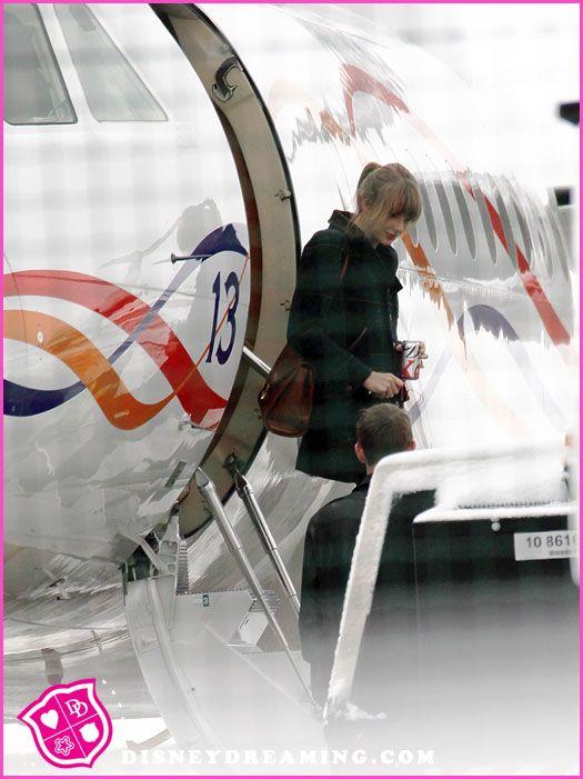 Khám phá hai chiếc phi cơ siêu sang của Taylor Swift - 2