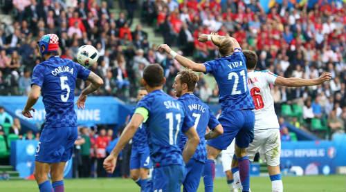 Ảnh đẹp Euro 18/6: Ý, Tây Ban Nha mở hội trên đất Pháp - 10