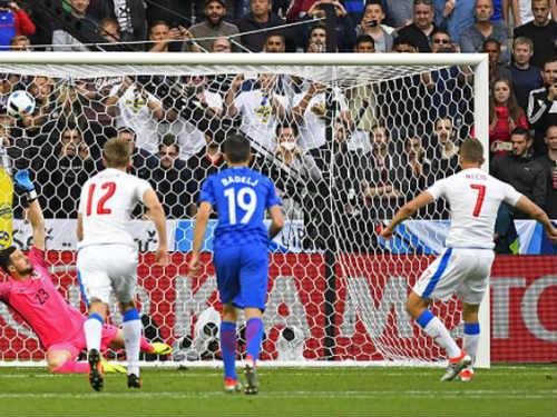 Ảnh đẹp Euro 18/6: Ý, Tây Ban Nha mở hội trên đất Pháp - 11