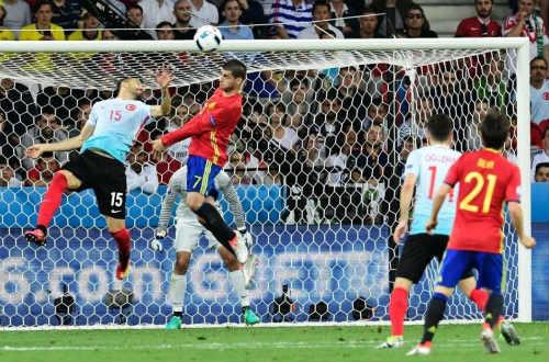 Ảnh đẹp Euro 18/6: Ý, Tây Ban Nha mở hội trên đất Pháp - 13