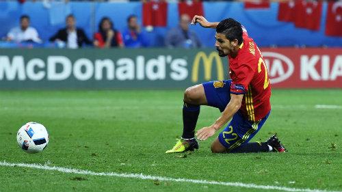 Ảnh đẹp Euro 18/6: Ý, Tây Ban Nha mở hội trên đất Pháp - 14