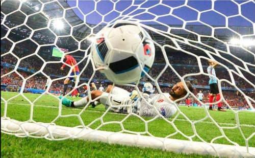 Ảnh đẹp Euro 18/6: Ý, Tây Ban Nha mở hội trên đất Pháp - 15