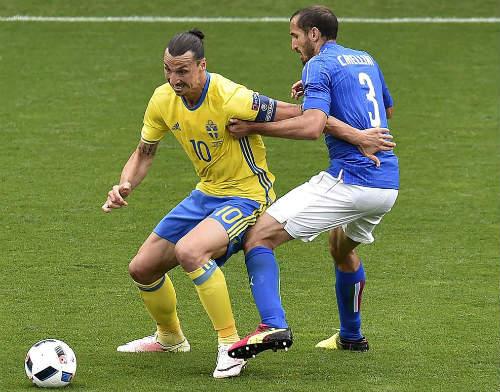 Ảnh đẹp Euro 18/6: Ý, Tây Ban Nha mở hội trên đất Pháp - 1