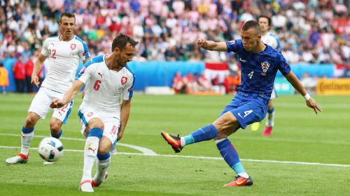 Ảnh đẹp Euro 18/6: Ý, Tây Ban Nha mở hội trên đất Pháp - 6