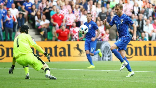 Ảnh đẹp Euro 18/6: Ý, Tây Ban Nha mở hội trên đất Pháp - 7