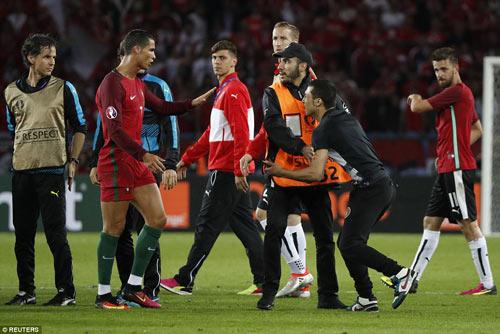 Ronaldo lập kỷ lục buồn: Đá phạt kém, đá 11m tồi - 8