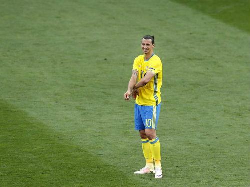 Giải mã nụ cười Ibrahimovic dù đội nhà thua Ý - 1