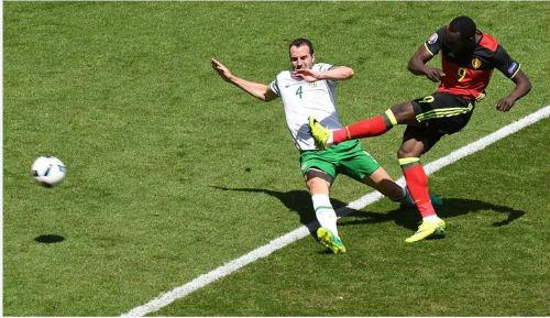 """Ảnh đẹp Euro 19/6: Ronaldo làm """"tan nát"""" trái tim người Bồ - 1"""