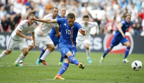 """Ảnh đẹp Euro 19/6: Ronaldo làm """"tan nát"""" trái tim người Bồ - 7"""