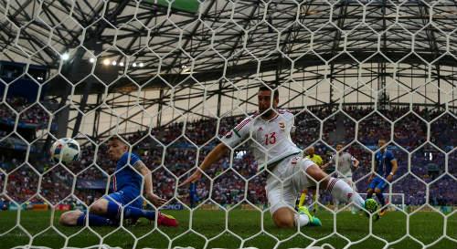 """Ảnh đẹp Euro 19/6: Ronaldo làm """"tan nát"""" trái tim người Bồ - 8"""