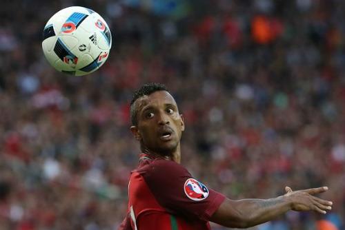 """Ảnh đẹp Euro 19/6: Ronaldo làm """"tan nát"""" trái tim người Bồ - 10"""