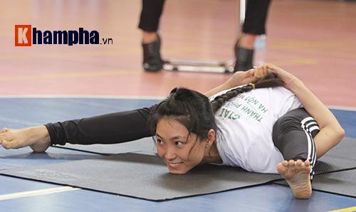 Những cô nàng xinh xắn dẻo dai ở giải Yoga TP.HCM 2016 - 1
