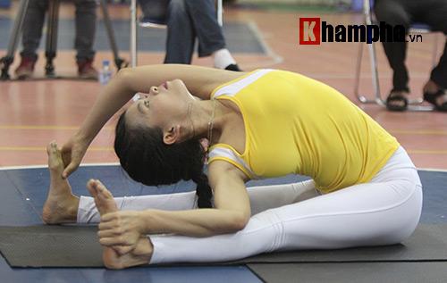 Những cô nàng xinh xắn dẻo dai ở giải Yoga TP.HCM 2016 - 6