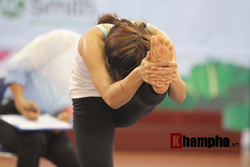 Những cô nàng xinh xắn dẻo dai ở giải Yoga TP.HCM 2016 - 7