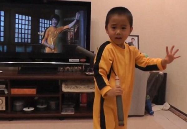 """Cậu bé 4 tuổi được mệnh danh """"Lý Tiểu Long tái thế"""" - 2"""